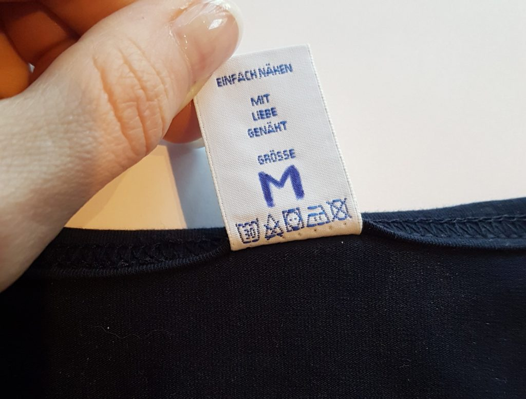 selbstgenähte Kleidung mit Etiketten von Nominette | einfach nähen lernen - Tipps und Tricks rund ums Nähen für Anfänger und Fortgeschrittene